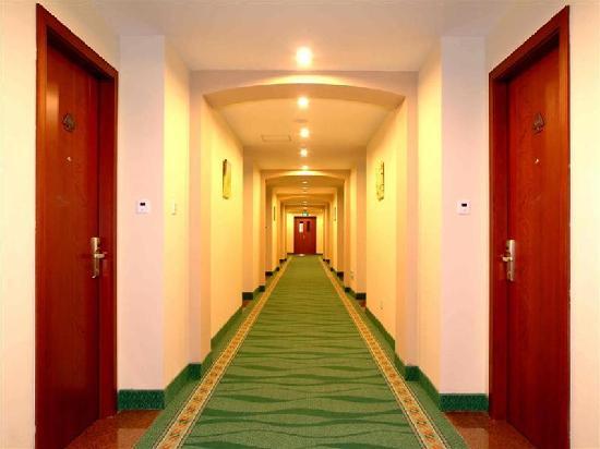 Tongnan Road Business Hotel : 走廊