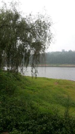 Guzi Lake: 湖畔