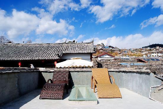 Lijiang Flower Inn: 花田驿的美丽阳光:)
