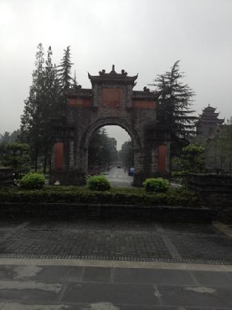 West China Center of Medical Sciences: 一个复古的门