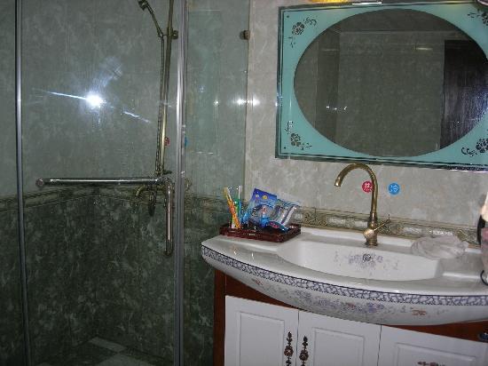 Jiulu Holiday Inn: 浴室