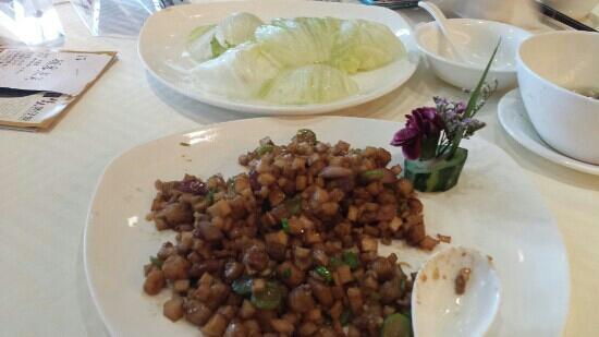 New Taoyuan Hotel (Headquarter): 鹅肝粒生菜包