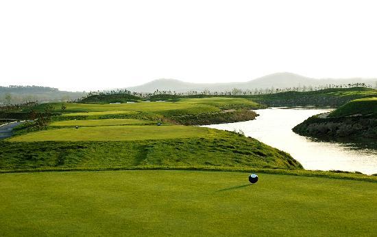 Jinshan Nanhai Holiday Hotel : 高尔夫球场
