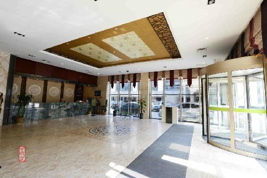 Huanghe Hotel: 餐饮洗澡标间还有电脑