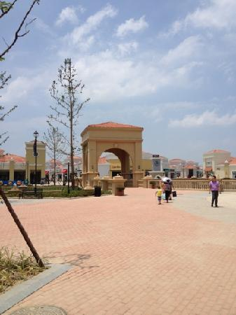 Outlet Plaza (hongxing road)