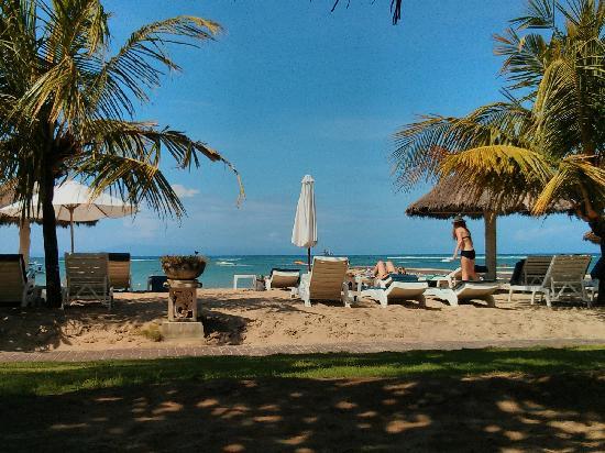 Club Bali Mirage: 酒店的私家海滩