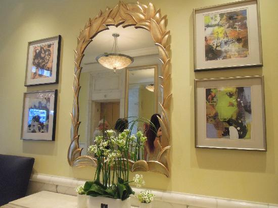 Hotel Royal Macau: 电梯前的镜子(澳门皇都酒店)