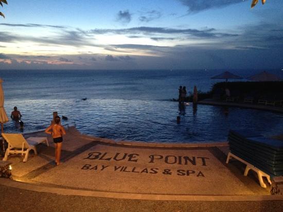 Blue Point Bay Villas & Spa: 公共泳池