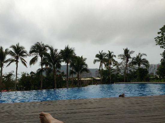 Serenity Coast Resort Sanya: 海滩