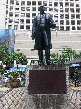 Statue Square and Cenotaph: 纪念碑