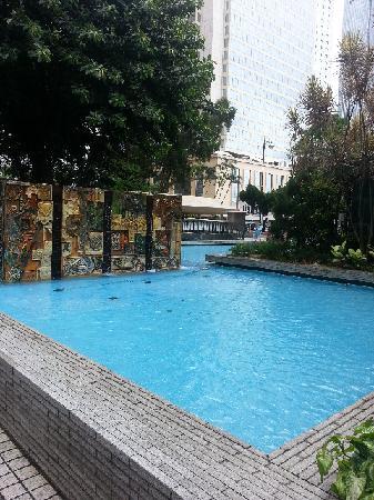 Statue Square: 广场里的水池