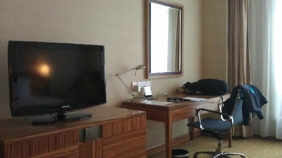 Holiday Inn Chongqing North: 电视写字台