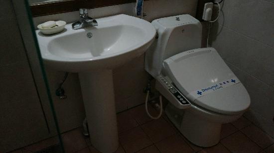 Hotel EJ: 洗手间也很干净
