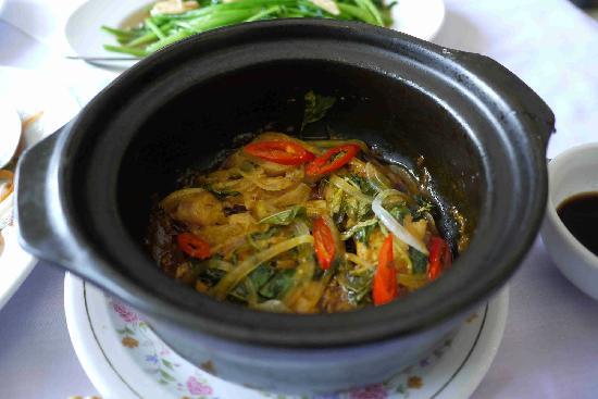 Trong Dong Restaurant: hot pot fish