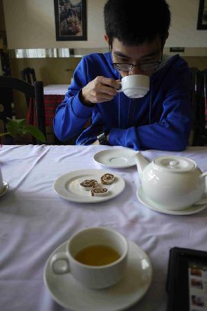 Trong Dong Restaurant: dessert with hot tea