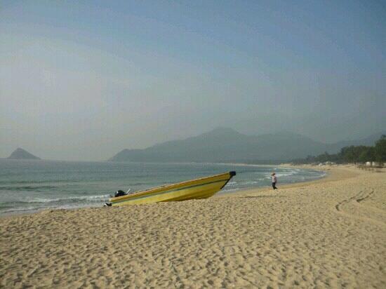 East Island and West Island: 西冲海滩