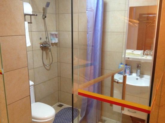 Hanting Express Fuzhou Wuyi Square: 浴室超小