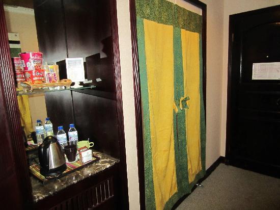 Jiuzhaigou Grand Hotel: 柜子