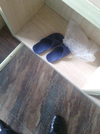 Gutong Holiday Hotel: 非一次性拖鞋,小心脚气啊