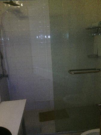 Gutong Holiday Hotel: 淋浴间,洗澡的感觉糟透了