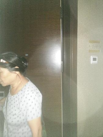 Harbin Friendship Palace Hotel : 老妈一夜没睡好2点就醒了,这个房间的味道很大!