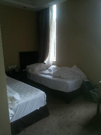 Harbin Friendship Palace Hotel : 这就是标准间给调到的不能再小的一个一层有味道的超小床的房间!