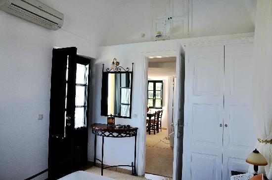 Anthonas Apartments: 厅