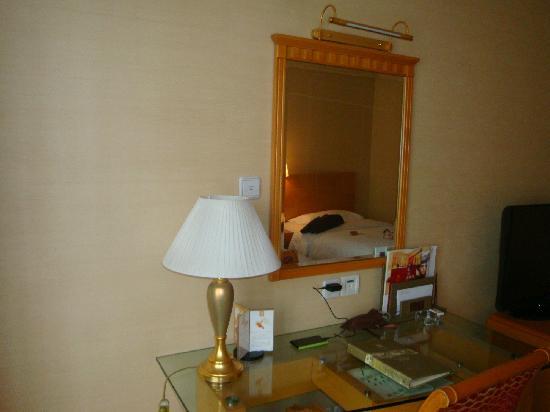No.26 Hotel: 镜子里的床
