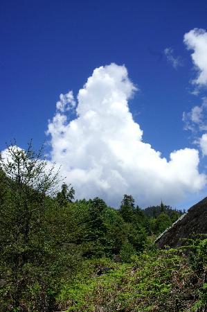 Haba Snow Mountain: 半徒步时的天很大