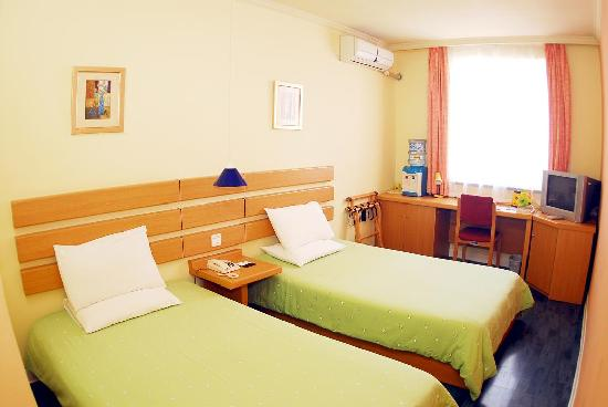 Home Inn (Qingdao Central Business Zone)