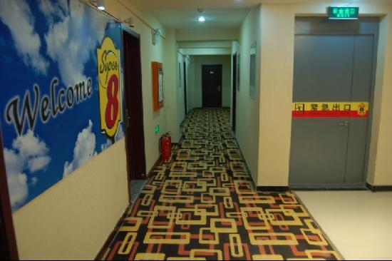 Super 8 Hotel Chengde Bi Shu Shan Zhuang: 走廊