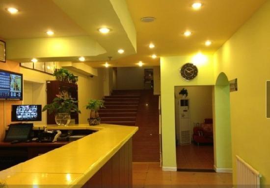 Home Inn (Urumqi Hualing Road) : 大厅