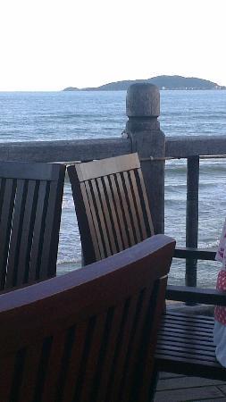 Days Hotel and Suites Sanya Resort : 自主火锅就在海滩之上啊