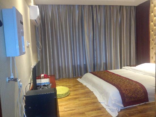 Er'qing Hotel: 日式房,有免费无线,带电视电脑,空调饮水机
