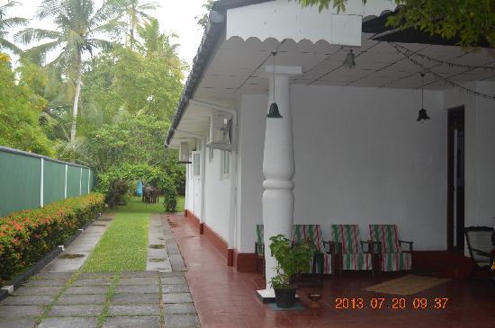 Mihin Villa: garden