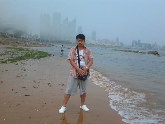 Qingdao Beach: yi ge ren