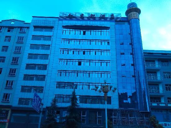 Dongdu Hotel: www.xsdongdu,com