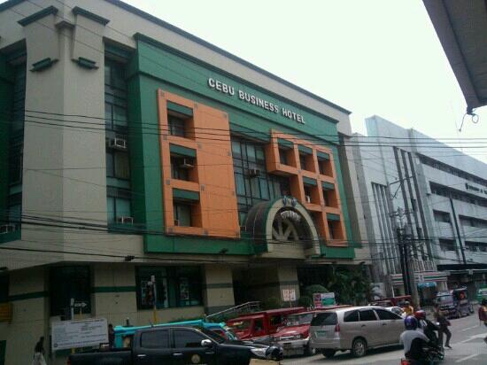 Cebu Business Hotel: 门面全景