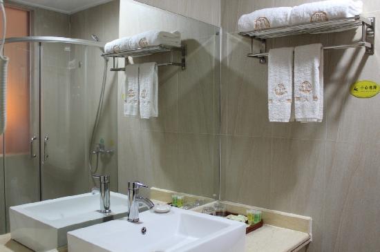 Zhouheng Hotel: 卫生间