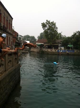 Wangfu Pool: 在王府池子里面游泳真享受呀!