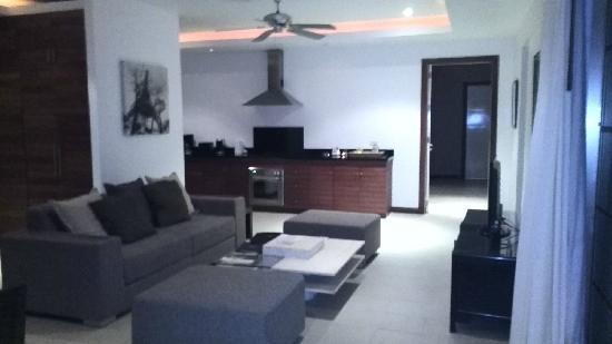 The Residence Resort and Spa Retreat: 升级后的三卧室更大的别墅V121——-厨房