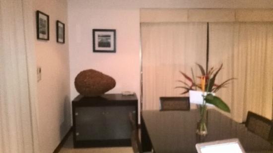 The Residence Resort and Spa Retreat: 升级后的三卧室更大的别墅V121——-客厅一角