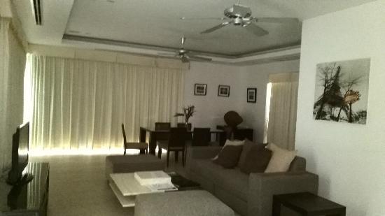 The Residence Resort and Spa Retreat: 升级后的三卧室更大的别墅V121——餐厅