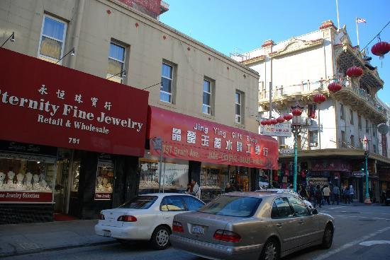 Chinatown: 买珠宝饰品的店真多