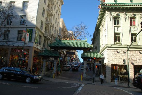 Chinatown: 牌楼