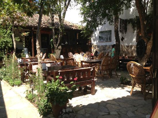 Boomerang Garden Restaurant Ephesus: 庭院景观