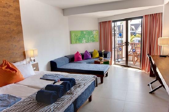 Sunwing Resort - Kamala Beach: 游泳池太大了