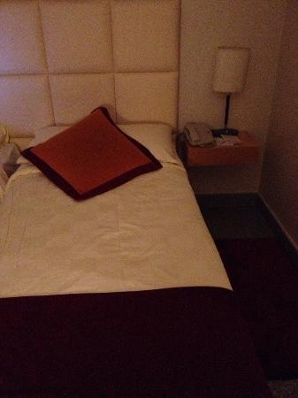 Nanshan Hotel: bed