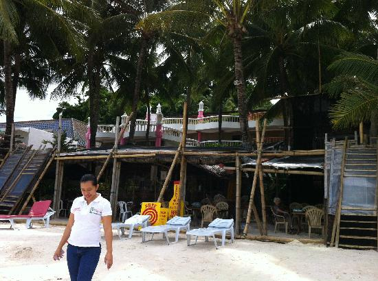 Nigi Nigi Too Beach Resort: 态度亲切的前台