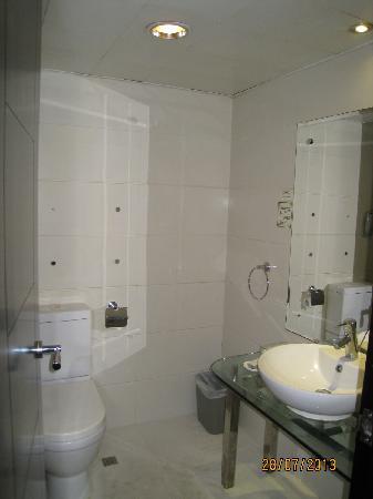 Hotel Beverly Plaza: 洗手间的装修比较旧
